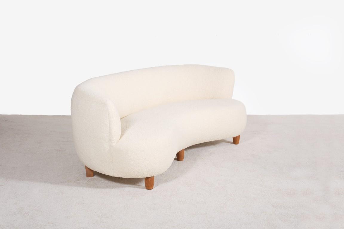 otto schultz canap courbe pour boet jasper. Black Bedroom Furniture Sets. Home Design Ideas